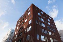 estructuras y fachada modernas - arquitectura en la ciudad de Nantes - Francia fotos de archivo libres de regalías