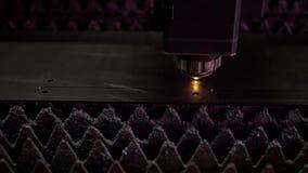 Estructuras y máquinas de fabricación del metal de la planta almacen de metraje de vídeo
