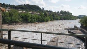 Estrutura da represa no rio em Geórgia video estoque