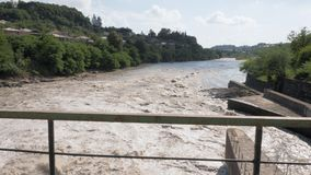 Estrutura da represa no rio em Geórgia vídeos de arquivo
