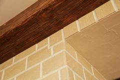 A estrutura de canto da casa Textura - façade artificial da pedra decorativa textura áspera do fundo da parede de pedra da cor c Foto de Stock Royalty Free