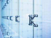 Estrutura de construção de vidro moderna da fachada do detalhe da arquitetura imagens de stock royalty free