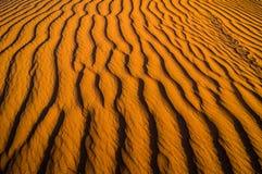 Estrutura de dunas de areia durante o por do sol fotos de stock