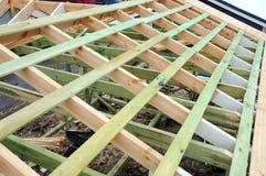 A estrutura de madeira da construção Construção de quadro de madeira Construção de madeira do telhado foto para a casa Edifício d foto de stock royalty free