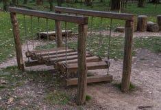 Estrutura de madeira no campo de jogos imagem de stock