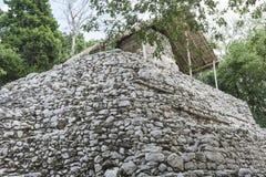 Estrutura de pedra antiga em ruínas maias de Coba, México Imagem de Stock Royalty Free