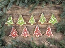 Estrutura do Natal com cookies do pão-de-espécie fotografia de stock royalty free
