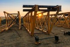 Estrutura dos ferros para a construção de uma ponte foto de stock