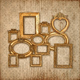 Estrutura dourada sobre o papel de parede do teste padrão do vintage Imagem de Stock