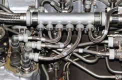 a estrutura interna do motor de aviões, com as tubulações hidráulicas, de combustível e o outro equipamento do hardware, aviação  imagem de stock