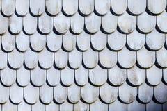 Estrutura velha da telha de telhado no cinza Fotos de Stock