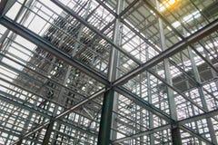 Estruturas de construção feitas do aço com uma força contínua imagem de stock