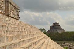 Estruturas na cidade do Maya de Uxmal Fotografia de Stock Royalty Free
