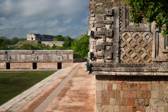Estruturas na cidade do Maya de Uxmal, Iucatão Foto de Stock