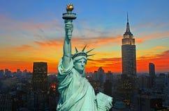 A estátua da skyline da liberdade e do New York City Foto de Stock Royalty Free