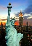 A estátua da skyline da liberdade e do New York City Fotografia de Stock