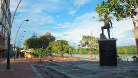 Estátua de Francisco de Orellana na margem da cidade da coca A coca do EL é uma vila ao longo do rio de Napo Imagem de Stock