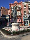 Estátua de Lew Wasserman, estúdios universais, Orlando, FL Foto de Stock Royalty Free