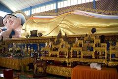Estátua de reclinação gigante de Buddha Imagem de Stock
