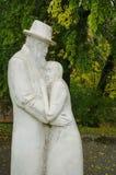 Estátua do ancião e da mulher Imagem de Stock
