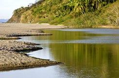 Estuaire par l'océan pacifique mexicain images stock