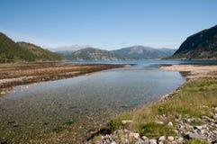 Estuarium in noordelijk Noorwegen. stock foto's