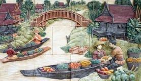 Estuco tailandés de la cultura nativa en la pared del templo Foto de archivo libre de regalías