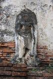 Estuco viejo Buda en las paredes del templo foto de archivo