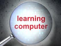 Estudando o conceito: Aprendendo o computador com vidro ótico Fotos de Stock
