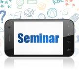 Estudando o conceito: Smartphone com seminário sobre a exposição Imagens de Stock