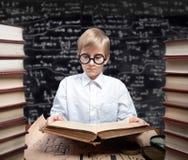Estudando o menino Imagem de Stock