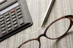 Estudando o mercado de valores de acção Foto de Stock Royalty Free