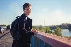 Estudante asiático bonito da estudante do menino 15-16 anos velho, retrato Imagens de Stock