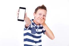 Estudante bem sucedido com um telefone em sua mão em um backgroun branco Foto de Stock Royalty Free