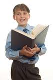 Estudante com livro aberto Fotos de Stock Royalty Free