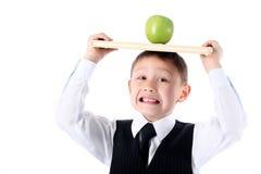 Estudante com livro e maçã Imagens de Stock