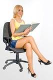 Estudante com o livro em uma cadeira fotos de stock