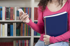 Estudante com telefone Imagem de Stock Royalty Free