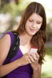 Estudante com telefone de pilha Fotografia de Stock