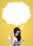 Estudante confuso e nuvem cômica ilustração do vetor