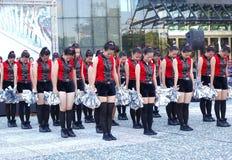 Estudante Dancers Peform para Dragon Boat Festival imagens de stock royalty free