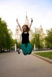 Estudante de salto bonito Fotos de Stock Royalty Free