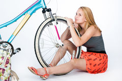 Estudante do adolescente com sua bicicleta Imagem de Stock Royalty Free