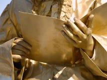 Estudante do ouro com livro Fotos de Stock Royalty Free