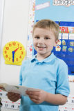 Estudante elementar With Flash Cards Imagens de Stock Royalty Free