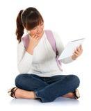 Estudante fêmea asiático que usa o PC da tabuleta Imagem de Stock Royalty Free