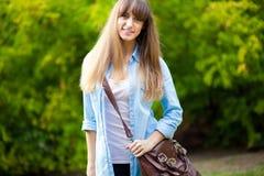 Estudante fêmea de sorriso imagens de stock royalty free