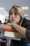 Estudante fêmea furado na classe imagens de stock