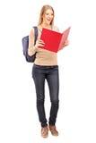 Estudante fêmea que lê um livro Fotografia de Stock Royalty Free