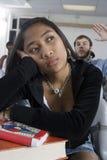 Estudante fêmea que obtem furado na classe imagem de stock royalty free